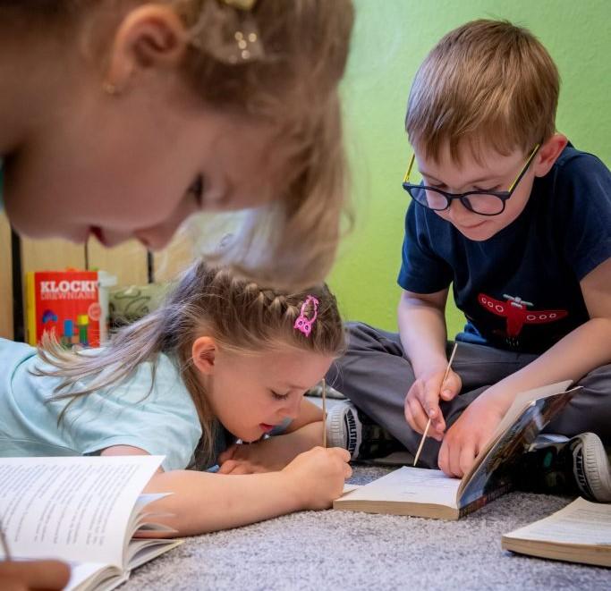 dzieci-czytaja-ksiazeczki_1.jpg